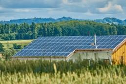 panneaux solaires sur grange